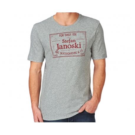 Camiseta Nike SB Janoski Label - Cinza